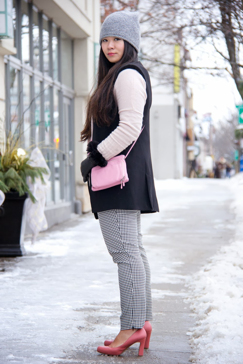 Zara-Grey-Beanie, Black-Sleeveless-Blazer, Mix-Prints, Winter-Outfit, Street-Style