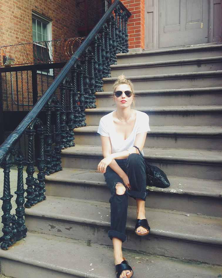 H&M cork slide sandals, trendy shoe of the summer, black distressed boyfriend jeans, Refind Denim white linen t-shirt, red lips, MAC Cosmetics matte lipstick in Lady Danger, Ray-Ban green/gold aviator sunglasses, Brooklyn New York, style blogger, on the stoop, summer style, easy living, normcore