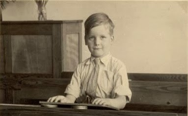 Stan Verdult, voorjaar 1948 in de 1e klas van de H.Hartschool Beverwijk