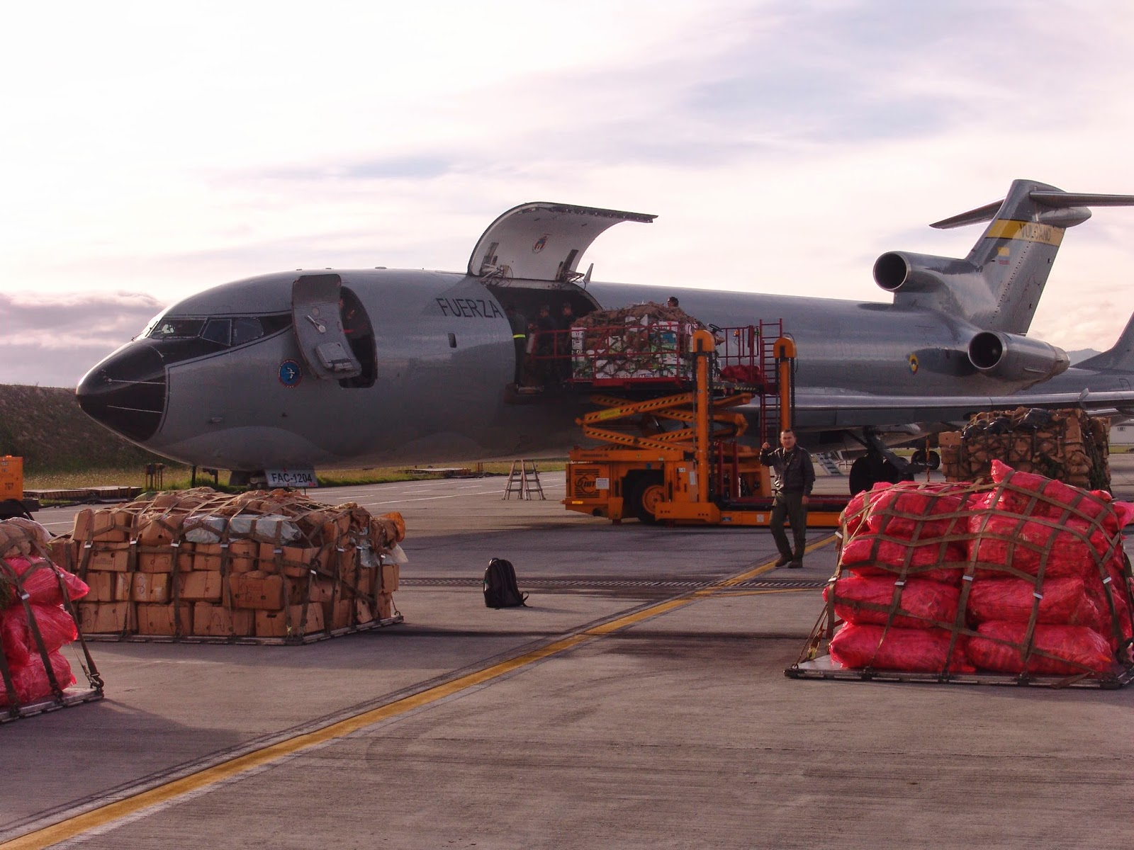 Industria Militar de Brasil - Página 3 Boeing+727-+puente+a%C3%A9reo+a+Caquet%C3%A1-Fuerza+A%C3%A9rea+Colombiana