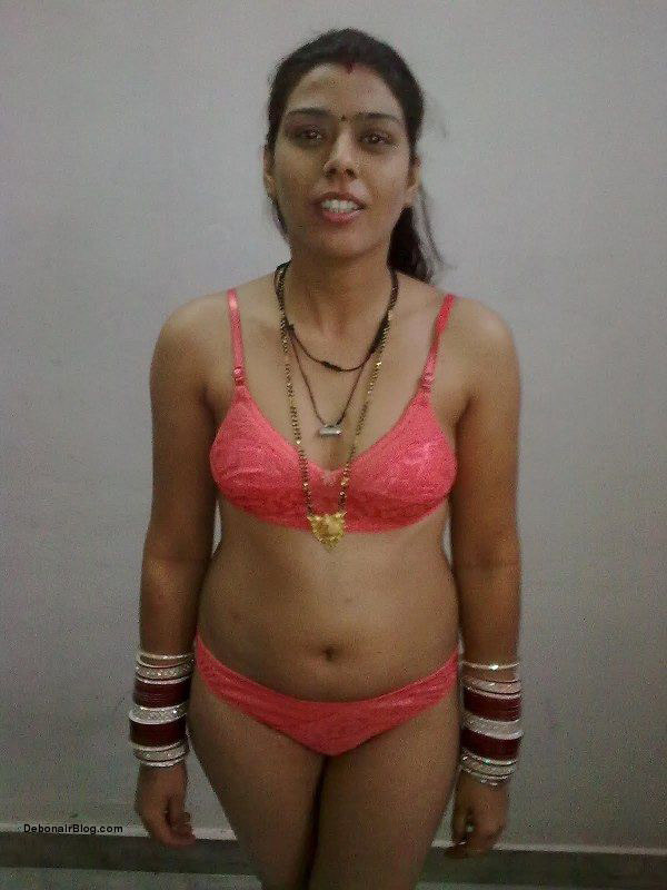 hot panjabi mojra girls nude pose