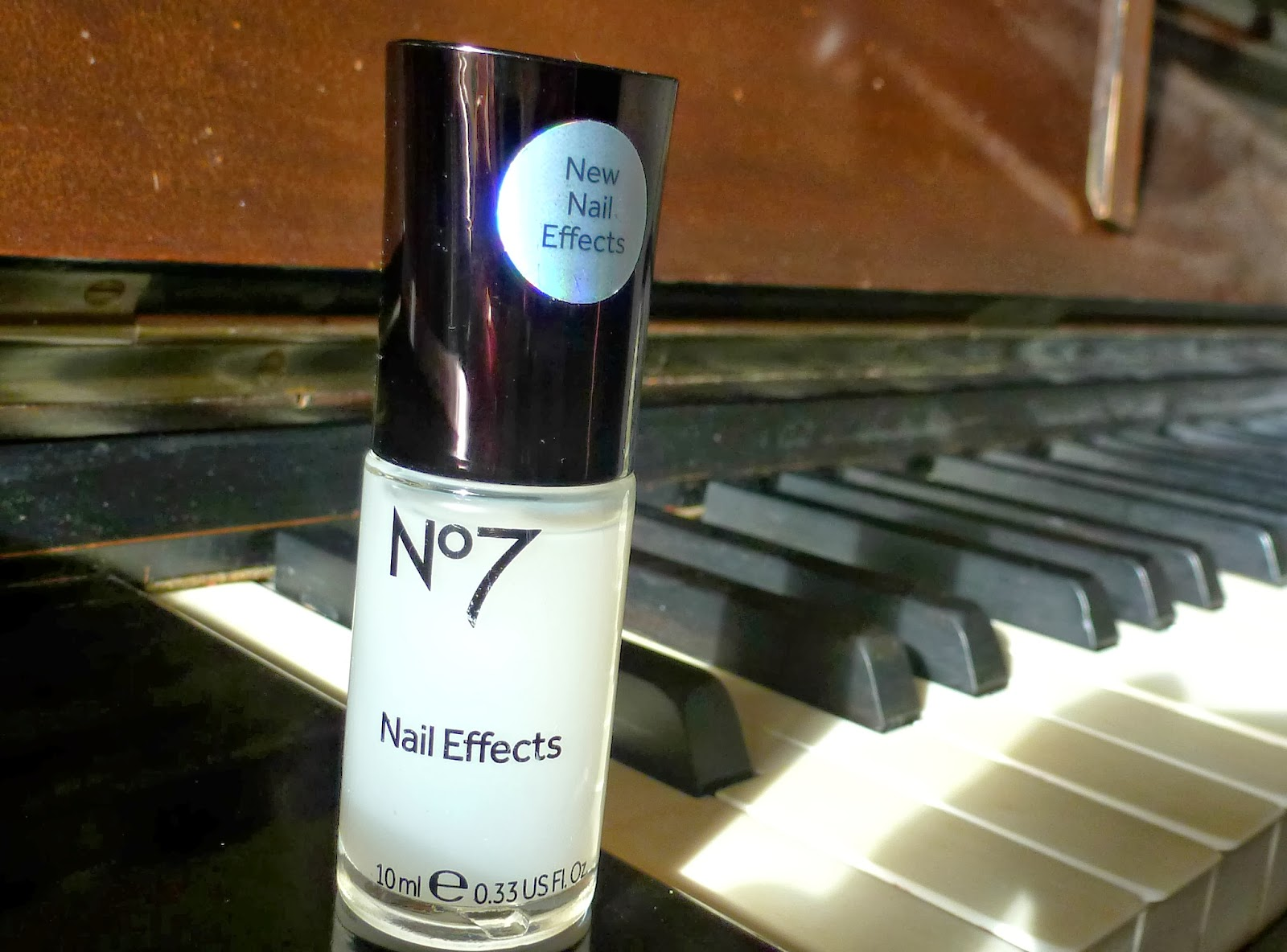 A picure of No 7 Nail Effects Matte Topcoat