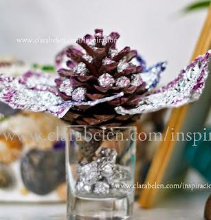 http://clarabelen.com/inspiraciones/872/manualidades-para-decorar-centro-de-mesa-con-una-pina-esmaltes-de-unas-y-papel-albal/