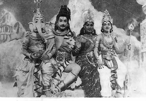 Shivaji Ganesan & Savithri in 'Thiruvilaiyadal' Movie