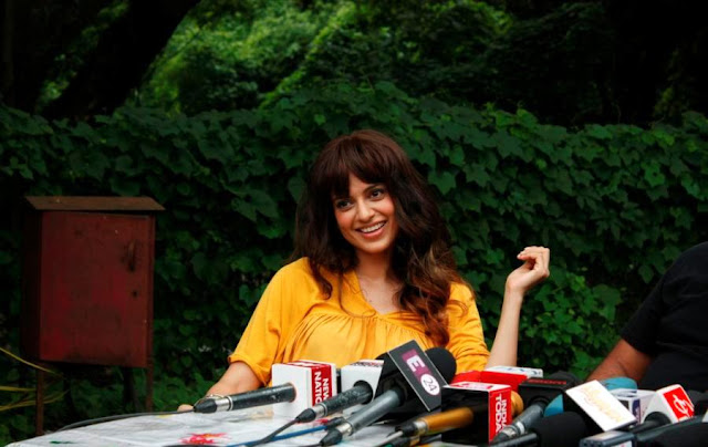 "Kangana Ranaut Super Sexy Legs Show On The Sets Of Film Katti Batti"" In Aarey"