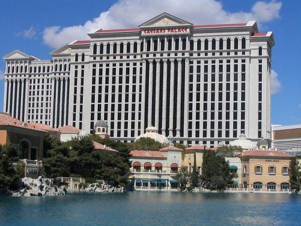 Najskuplje ,neobične ,čudne hotelske sobe i hoteli  - Page 2 Caesars-Palace-Las-Vegas