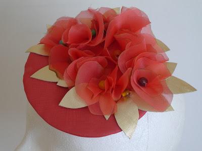 tocado de flores color salmon detalle ojuilla