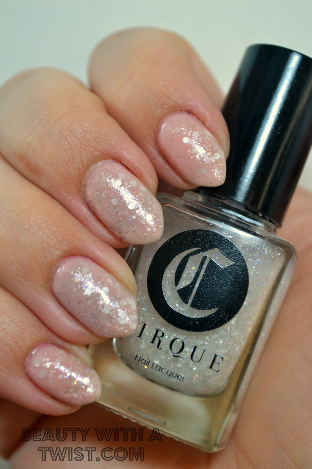 Cirque Colors Galinda, Alessandro Nude Elegance, Nails