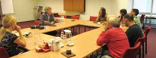 fotografia da sessão onde conhecemos Jeroen e onde ele partilhou connosco a sua experiênca de reabilitação