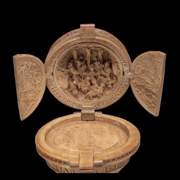 Hand carved boxwood cicada on peach ojime bead mm pkg of