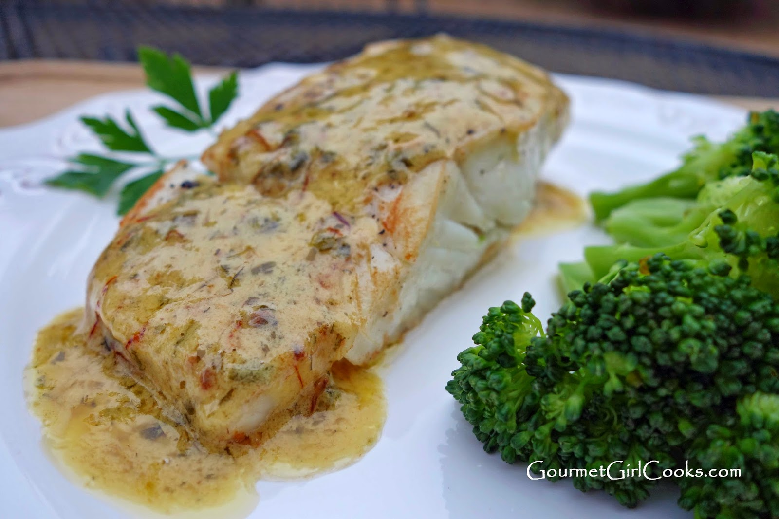Pan seared halibut steaks for Halibut fish recipes