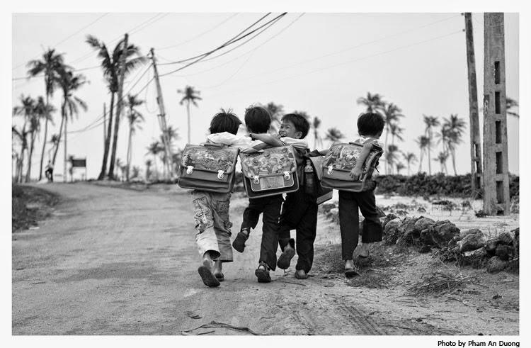Cùng đám bạn ê a trên quảng đường đi học