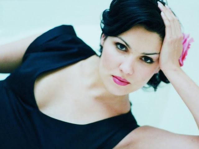 Anna Netrebk have a beautiful face