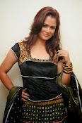 Shilpa Chakravarthy Glamorous Photos-thumbnail-16
