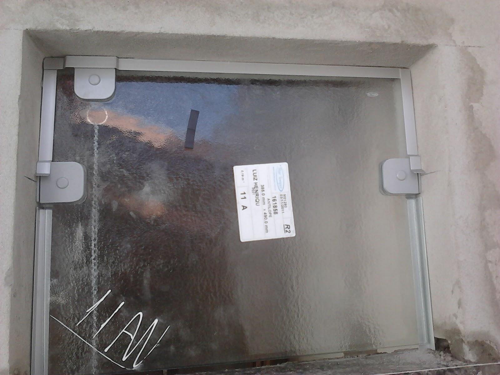 #594F4C FRANCO VIDROS TEMPERADOS: Obra em Ourinhos 732 Janelas Vidro Fosco