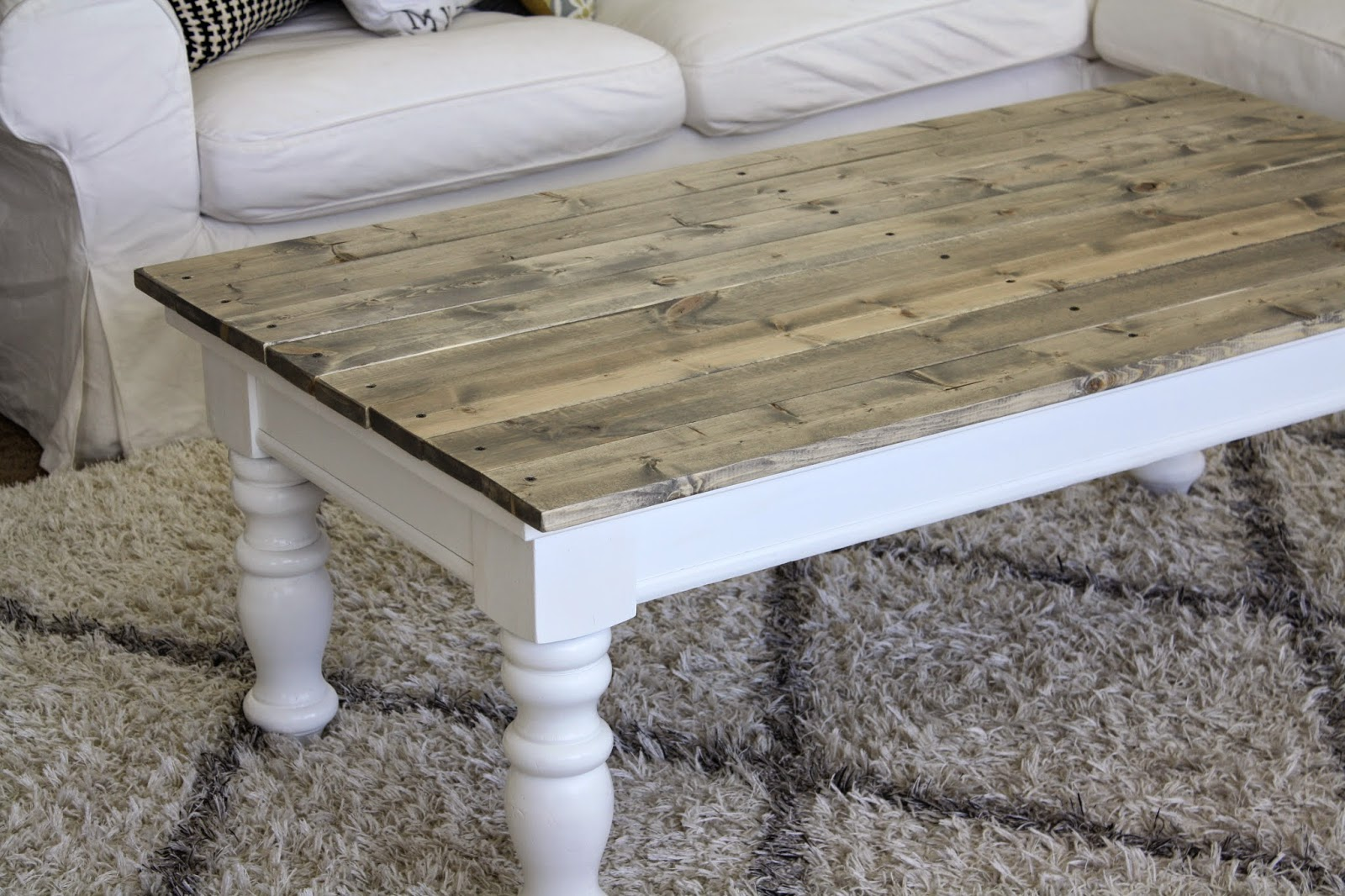 nifty thrifty momma farmhouse style coffee table. Black Bedroom Furniture Sets. Home Design Ideas