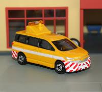 tomica nissan elgrand dot patrol car
