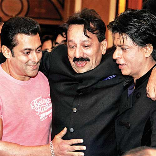 Film World Is Cheering For End Of Shahrukh Khan And Salman Khans Fight What Can Be Good News Other Than This In Ramadan Correct Spelling Ramzan Month