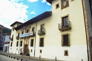 Vista del palacio de los Condes de Toreno