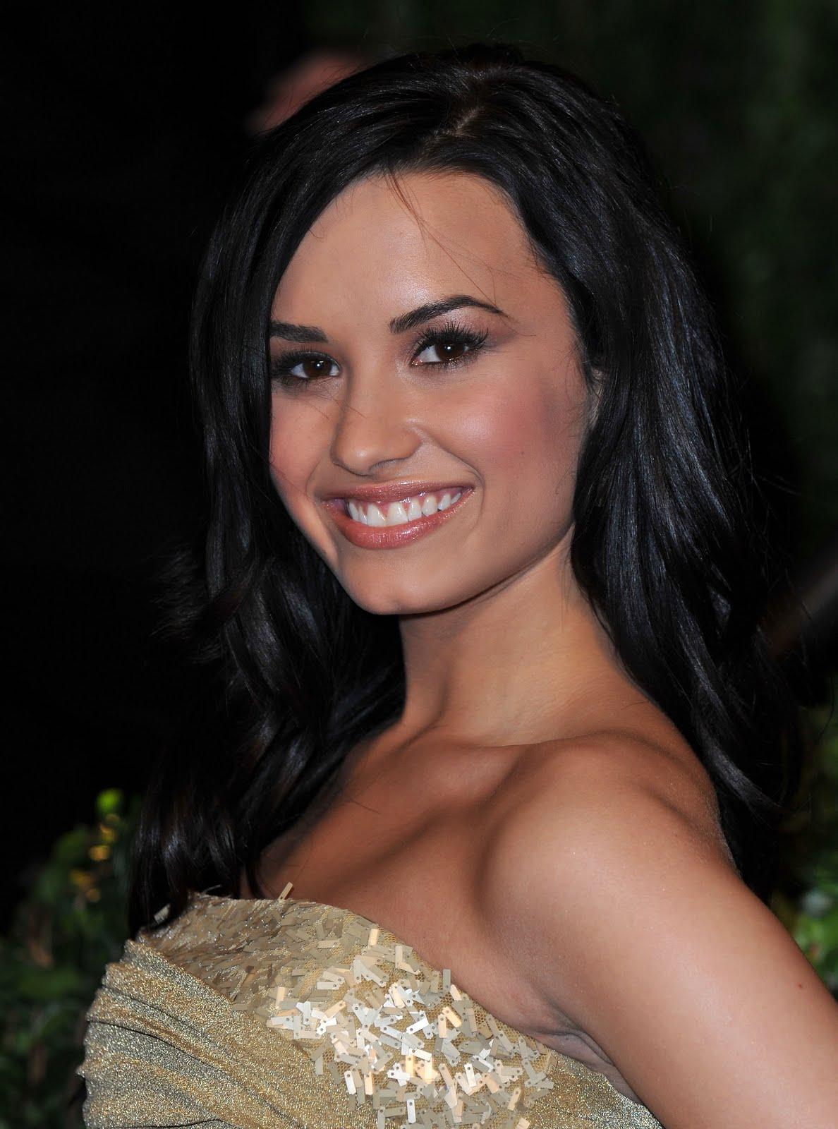 http://1.bp.blogspot.com/-Nu3ZNFwG-yc/Tc7pDSwz4fI/AAAAAAAAAmw/hZuXewRGOY4/s1600/Demi-Lovato.jpg