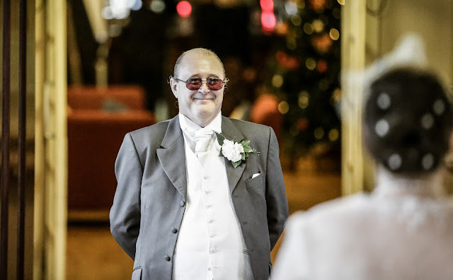 bride's father seeing her for the first time
