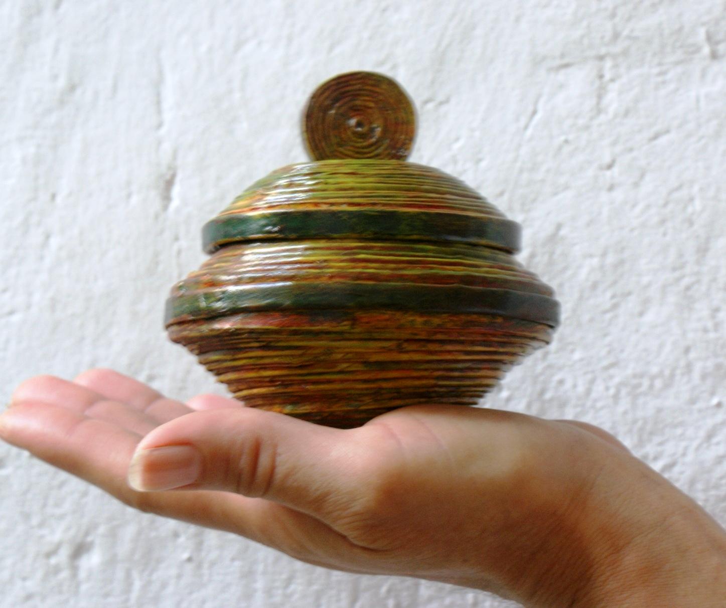 Manualidades evelyn cajas cofres joyeros for Papel pintado imitacion periodico