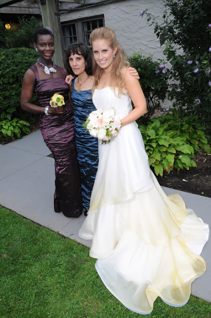 Solé East Montauk Wedding bride wit moms