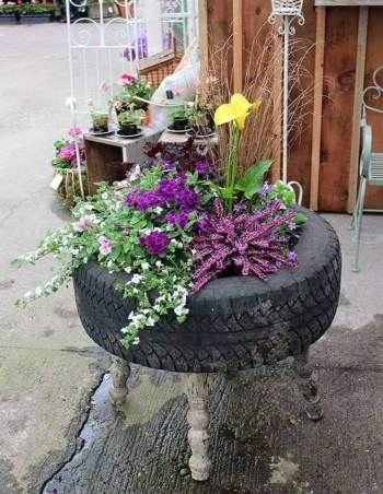 Ghiveci pentru flori din anvelope auto uzate