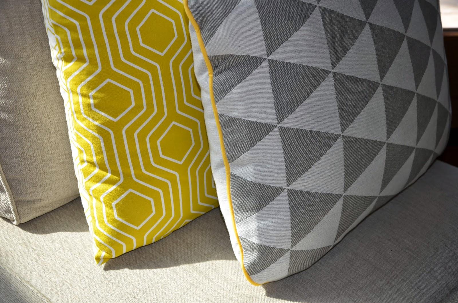 coussin jaune citron images. Black Bedroom Furniture Sets. Home Design Ideas
