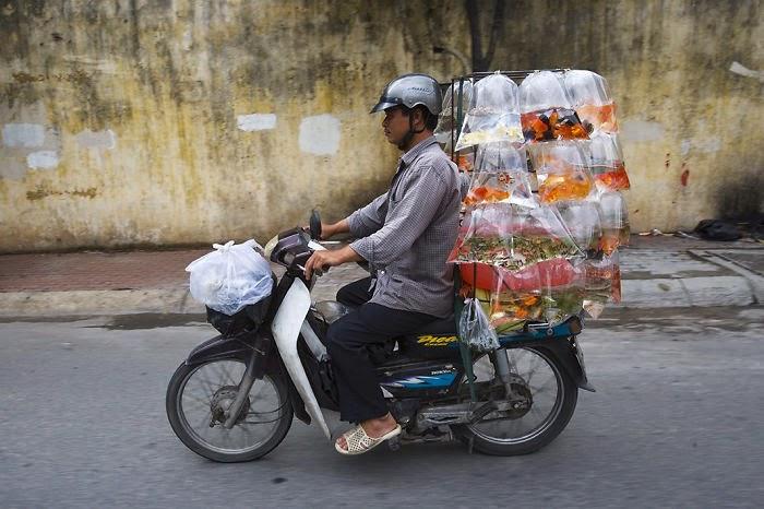motocicletas sobrecargas en vietnam