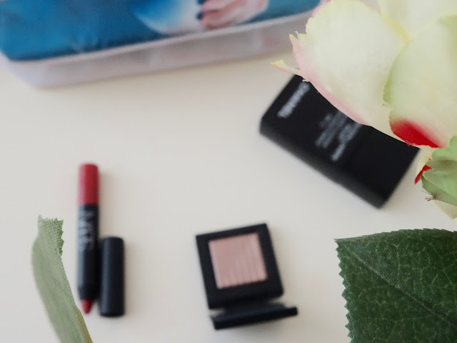 Chanel Perfection Lumiere Velvet foundation, Nars Dual Intensity eyeshadow Himalia, Nars Velvet Matte Lip Pencil Dolce Vita