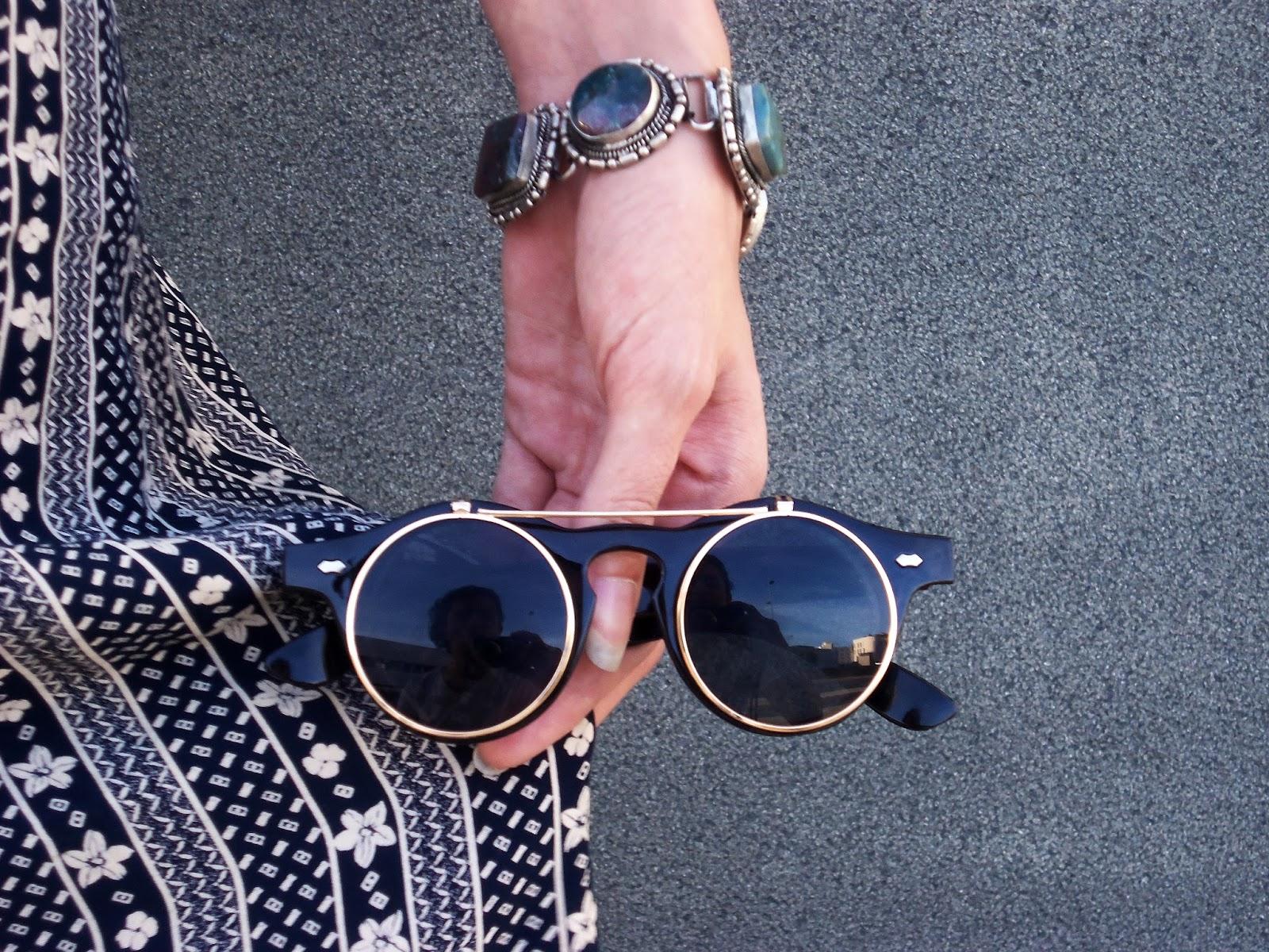 outfit-verano-falda-larga-gafas-retro