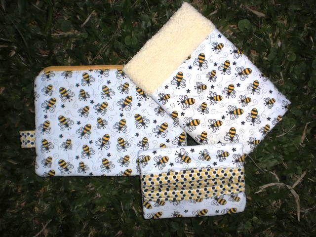 Necessaire com ziper, toalha de rosto, porta lenço de tecido