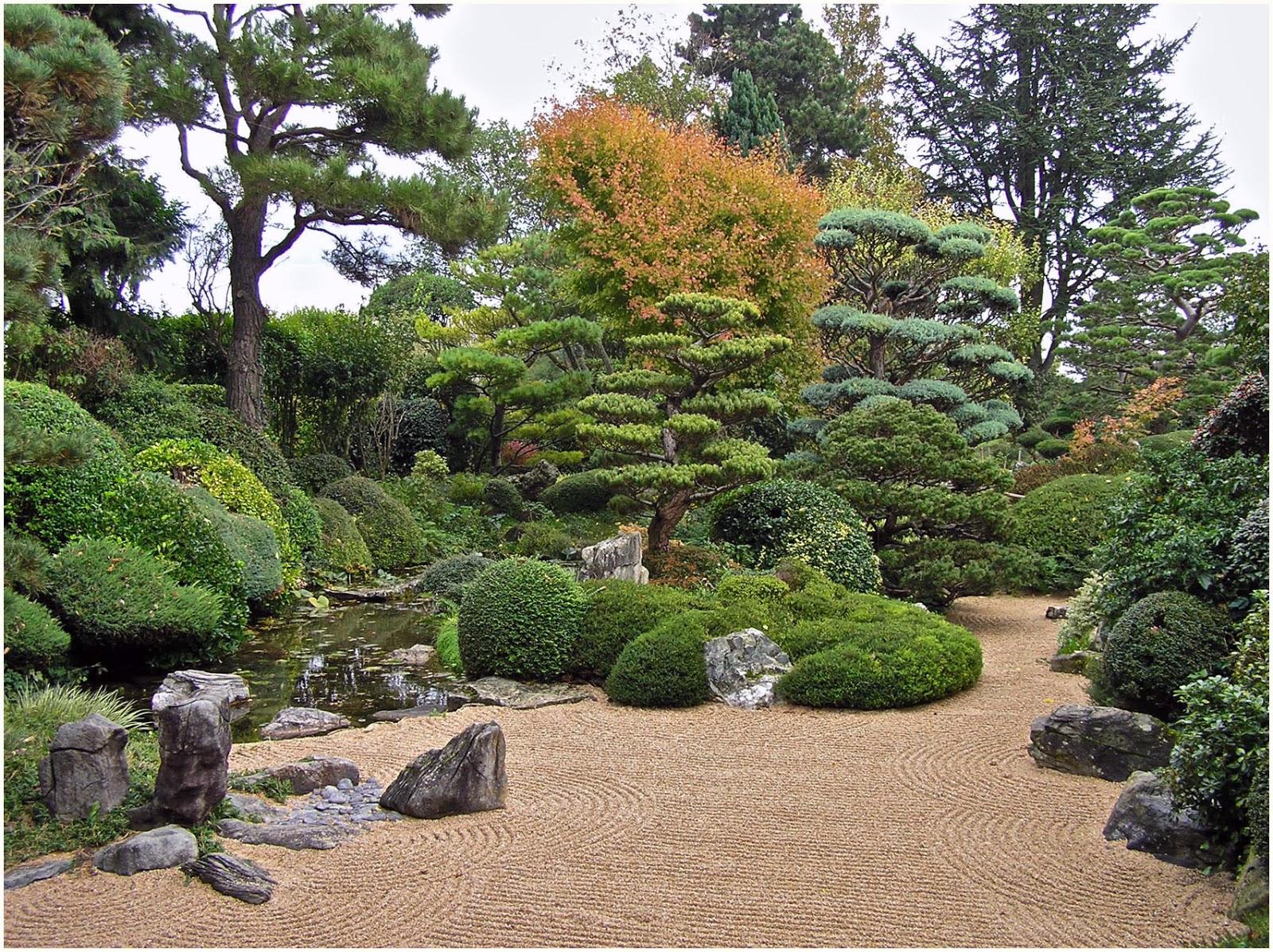 Curieux jardin restons zen dans le jardin d 39 erik borja de for Le jardin zen beaumont monteux