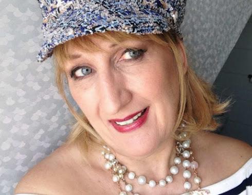 I'm Philo, 53, hobby seamstress & fashion lover.