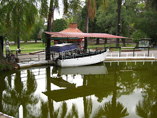 photo of the boat at the lake of Prado montevideo