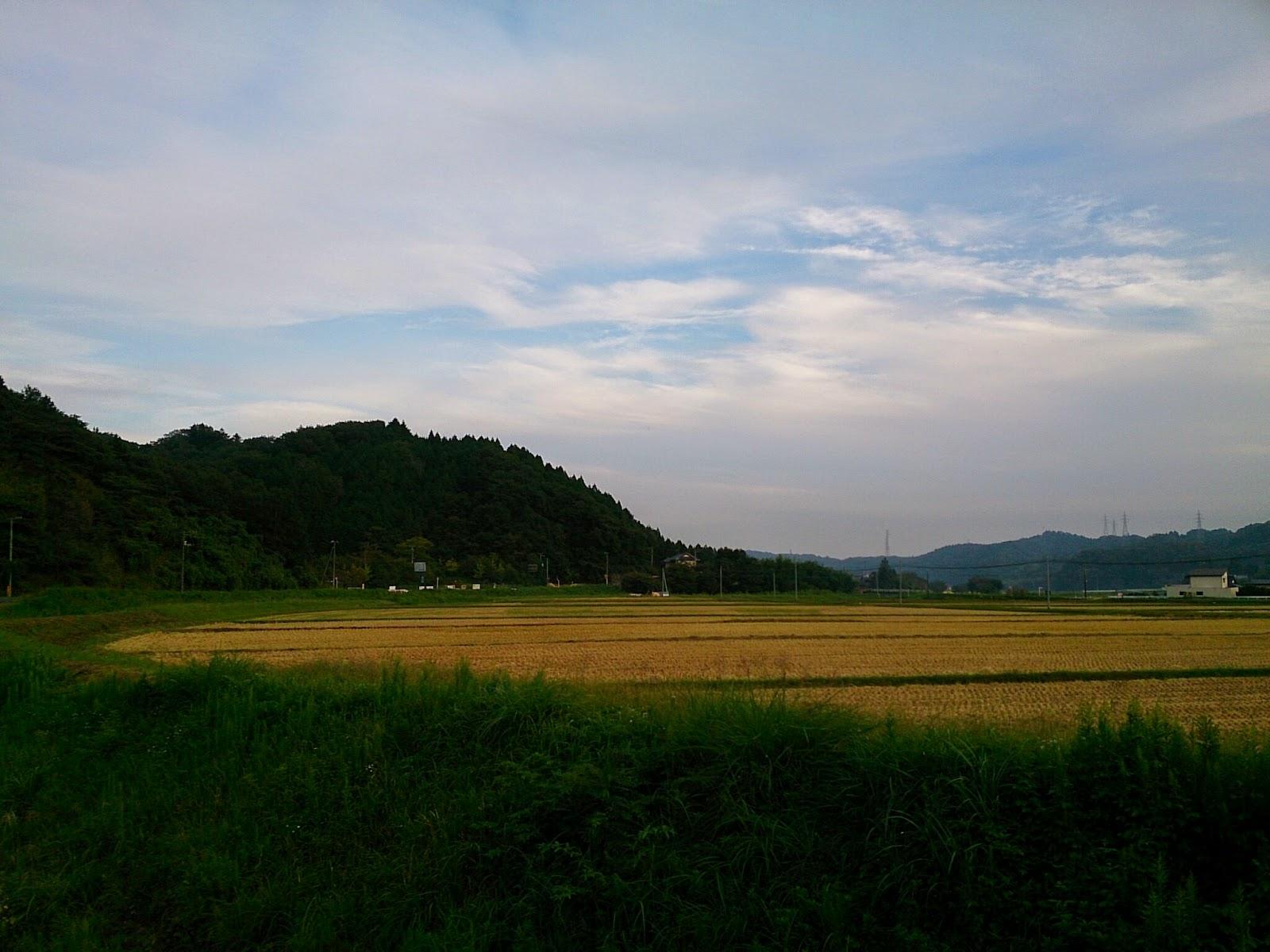 稲刈り後の集落