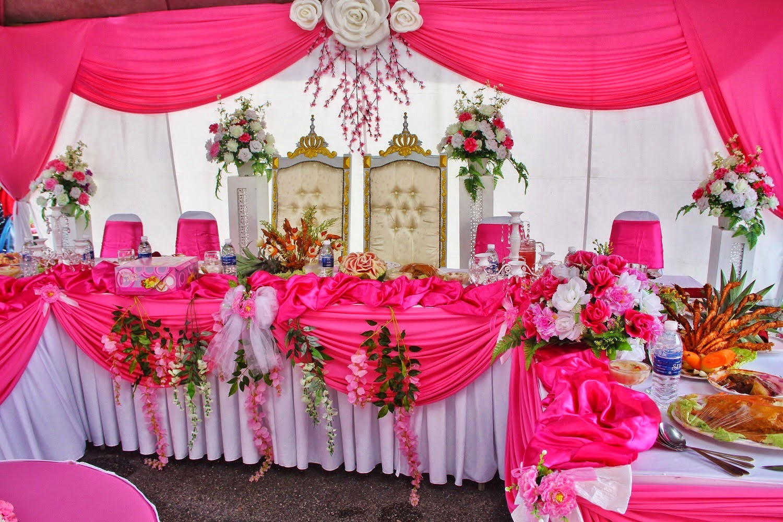 desain hiasan meja pernikahan warna pink