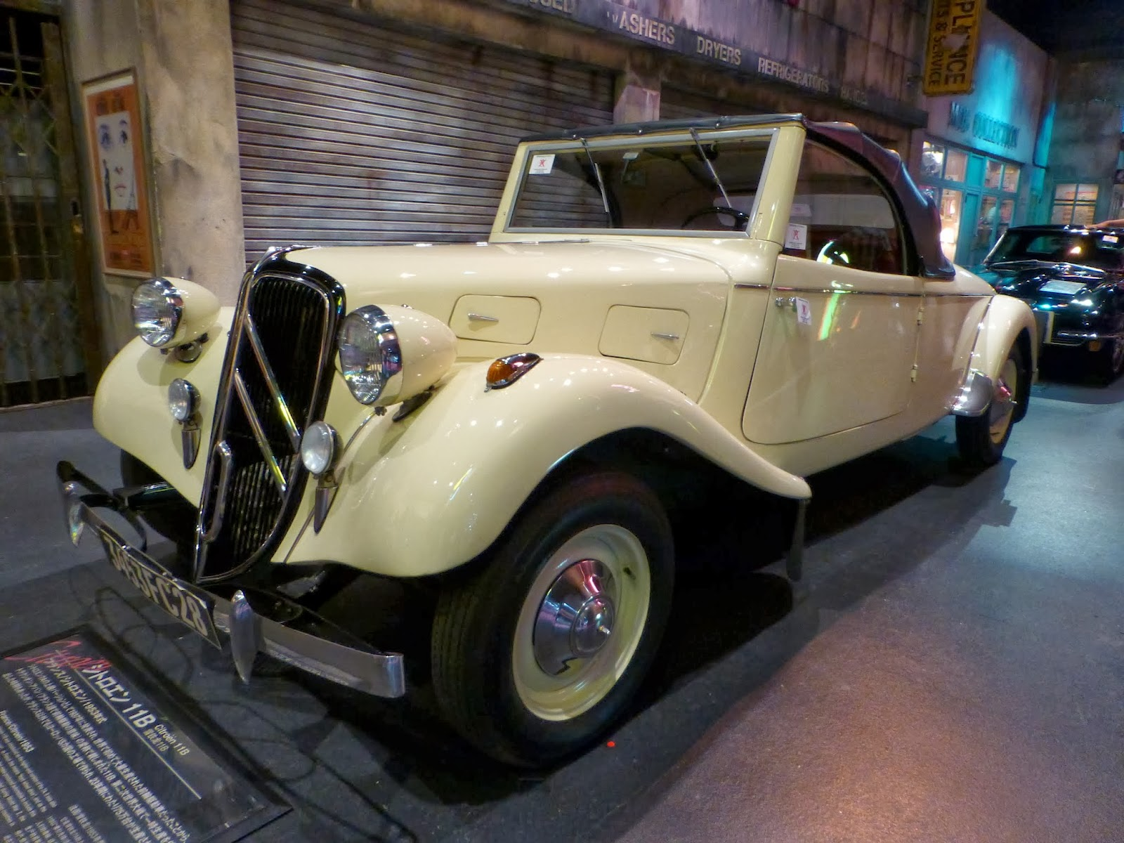 Chaos and Kanji: Toyota Mega-Web: Historic Car Museum in Tokyo\'s Odaiba