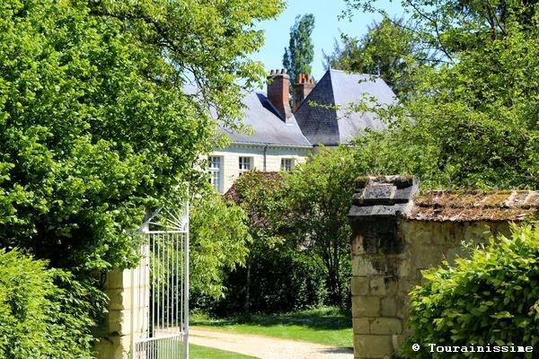 http://www.lieux-insolites.fr/texte.htm