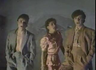 videos-musicales-de-los-80-mecano-me-cole-en-una-fiesta
