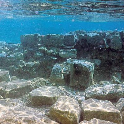 Τείχος και αρχαία πόλη στον βυθό