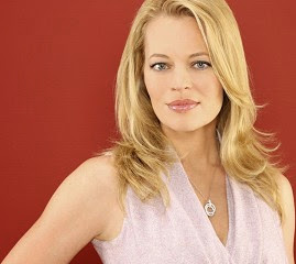 Jeri Ryan Follow Geno's World on Twitter