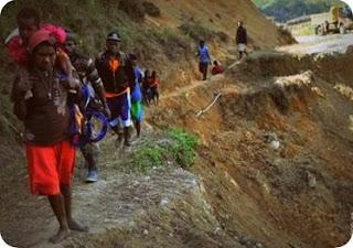Tim SAR Lakukan Evakuasi Delapan Korban Longsor di Apalapsili