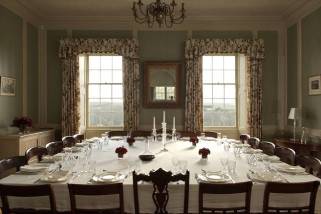 Consejos para decorar un moderno gran comedor interior for Comedor grande moderno