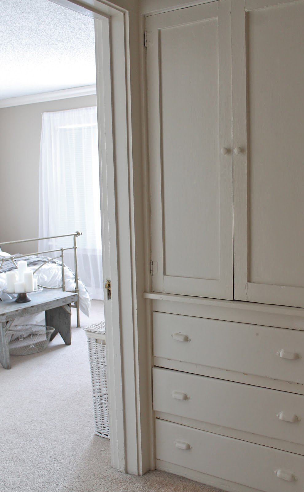 The Linen Closet {Small Space Storage}