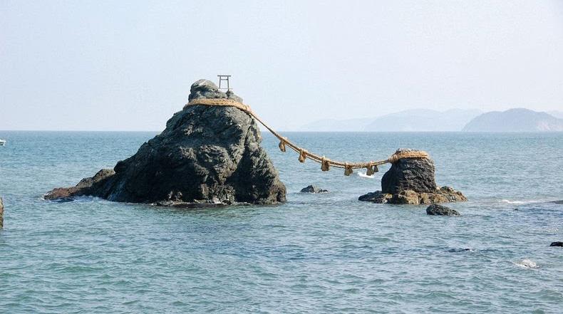 Meoto Iwa, las rocas casadas