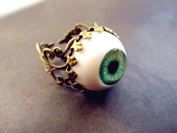 cincin bentuk mata manusia