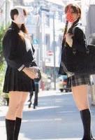 Bikin Tren Konyol, Para ABG Jepang Pakai Celana Dalam Di Wajah