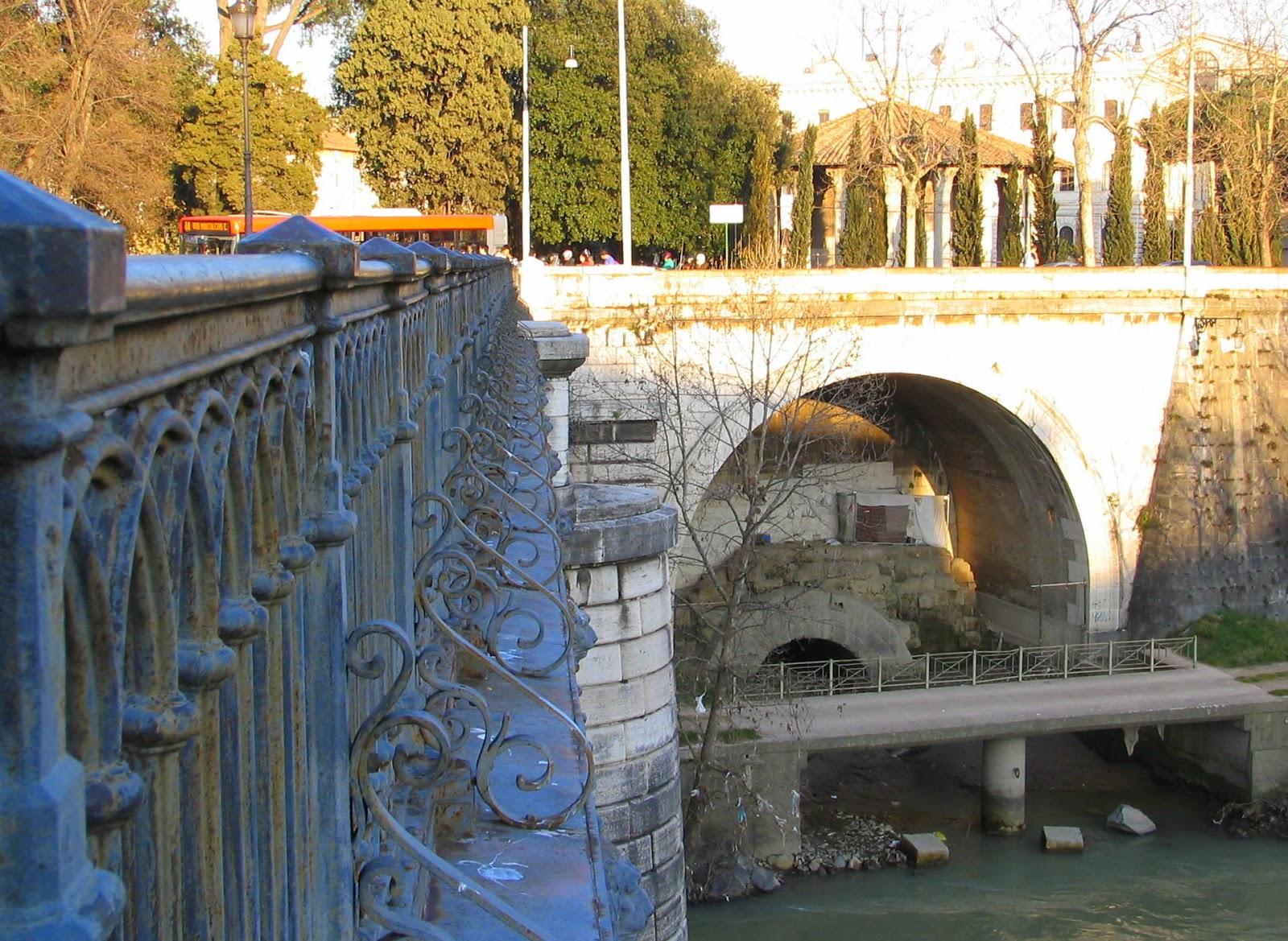 Lo sbocco della Cloaca Maxima al ponte Palatino